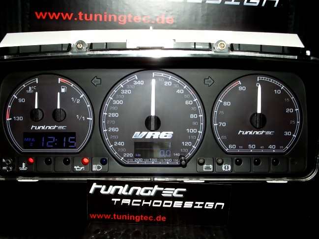 genialer Tachoumbau im VR6 R32-Style....wirkt Hammerhart !!!
